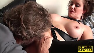 coochie ate brit mature fingers her pussy