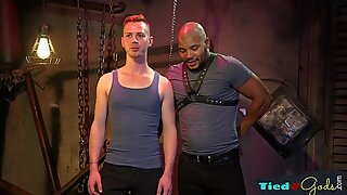 Submissive stud gets restrained by maledom