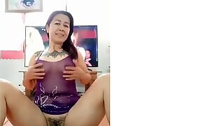 THAI MATURE WOMEN PLAY HER PUSSY SHOW IN FRONT OF CAMERA 2020