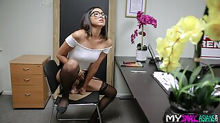Adventurous madam gets a job and immediately gives herself up to the future boss in the office.
