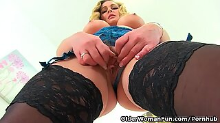 English milf Elegant Eve spreads her fanny wide for us