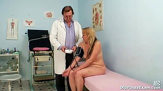 Mature woman Stazka gyno speculum real pussy examination