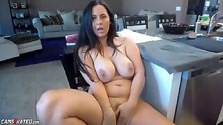 Chubby Busty Mature Milf In Kitchen