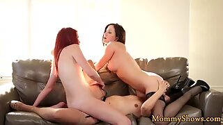 Glam milf queening babe in threesome