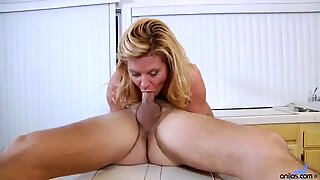Hardcore housewife rides ding-a-ling up in kitchen