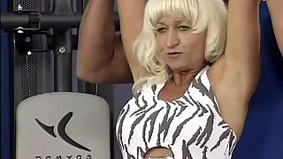 Muscle mom loves hot facial