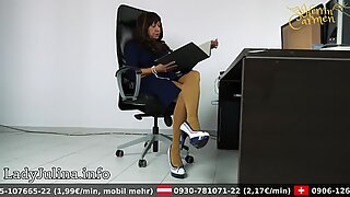 Mature Office domme mit High high-heeled slippers Nylons Legs mistress